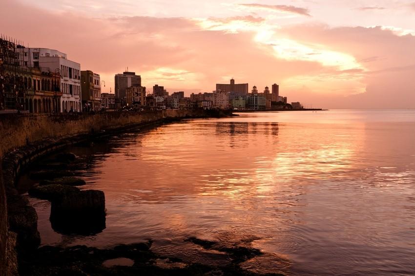Der Malecon in Havanna zum Sonnenuntergang