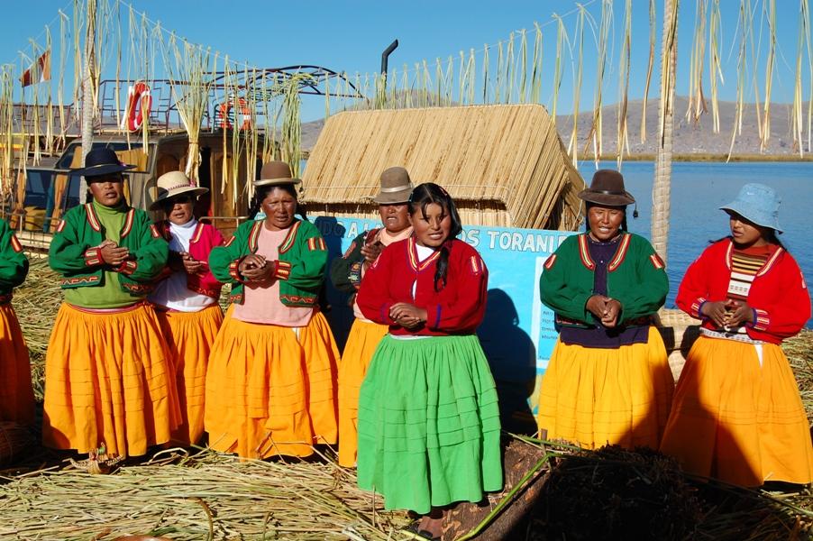 Besuch auf den Schilfinseln der Uros auf dem Titicacasee