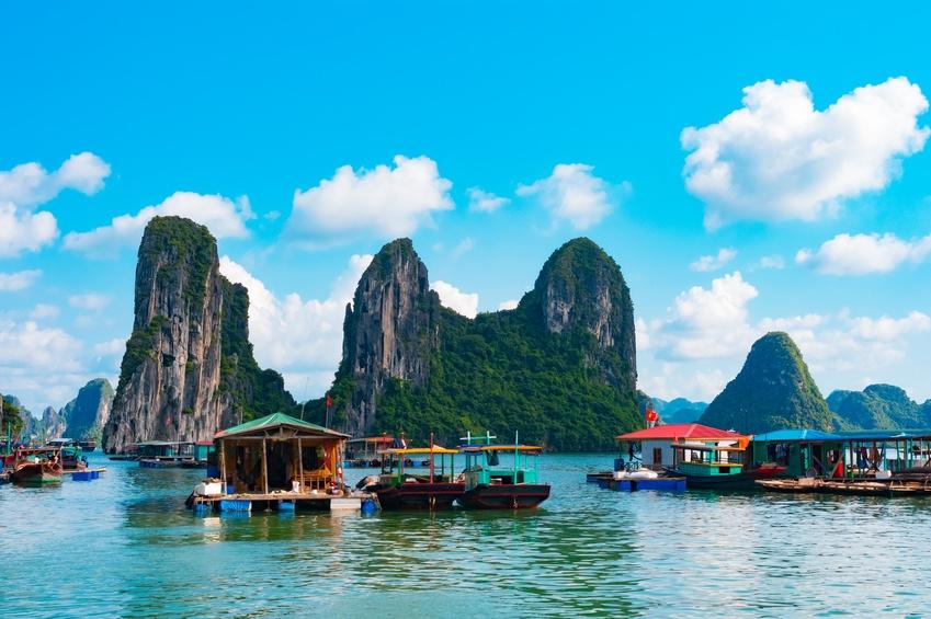 Hausboote in der Halong-Bucht