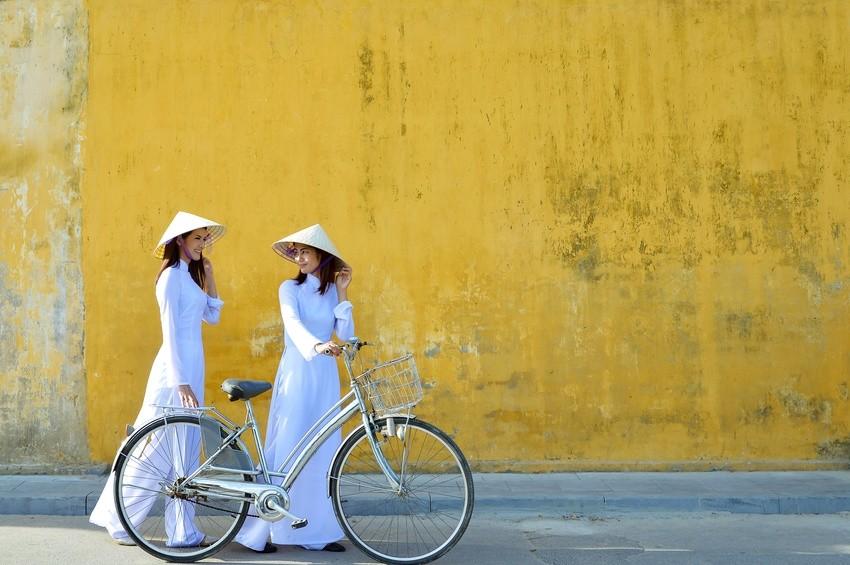 Frauen in traditioneller Kleidung