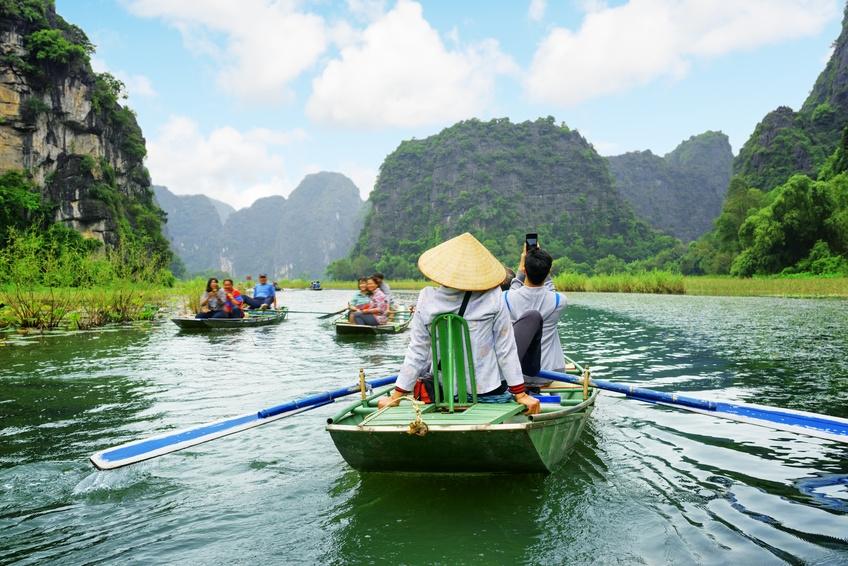 Mit dem Boot unterwegs auf dem Ngo Dong River