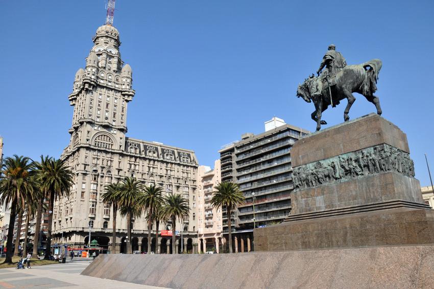 Plaza de Armas in Montevideo auf unserer Paraguay Reise