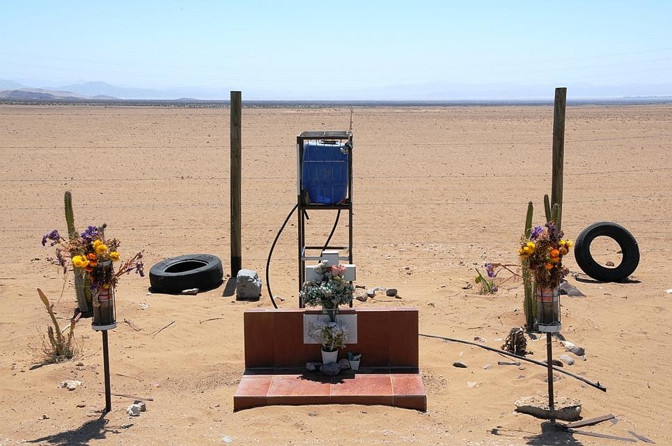 Einsames Grab in der Atacamawüste während unserer Reise durch Chile