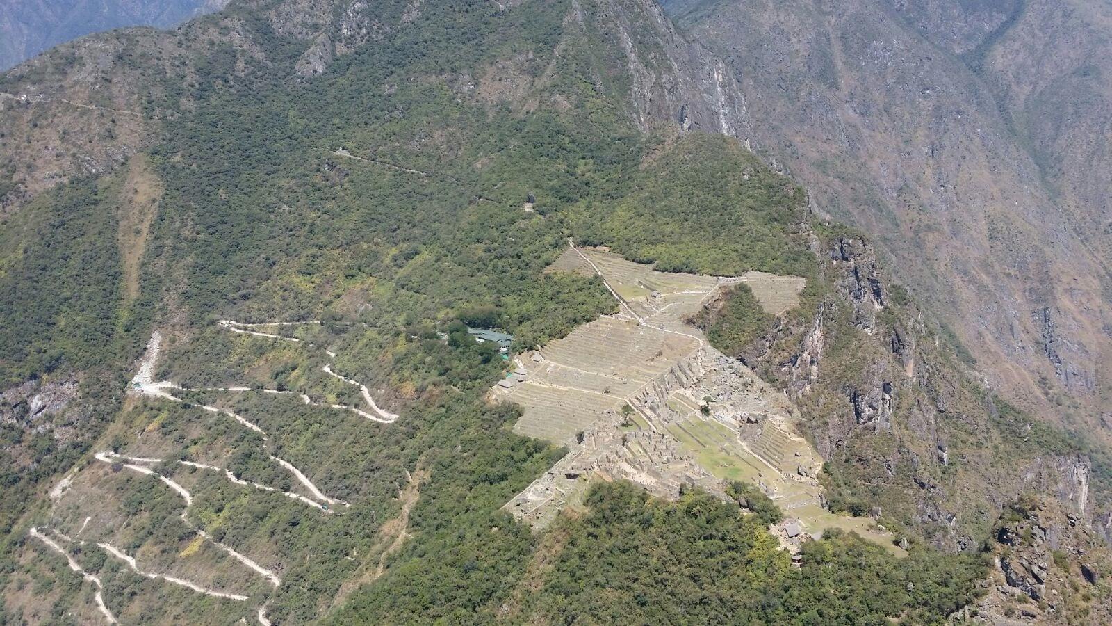 Blick vom Huayna Picchu auf die Inkazitadelle Machu Picchu auf unserer Rundreise durch Peru