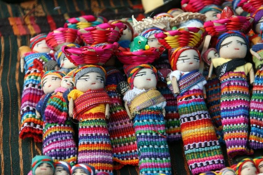 Beliebtes Souvenir aus Guatemala - die muñecas quitapenas (Sorgenpüppchen)