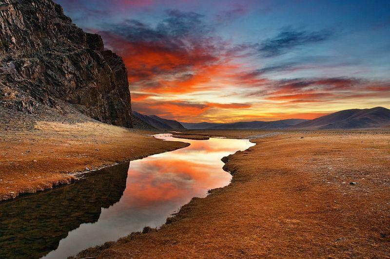 Sonnenaufgang in der mongolischen Wildnis