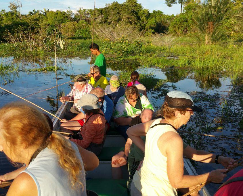 Unsere Gruppe beim Piranhafischen im Amazonas auf unserer Brasilien Reise