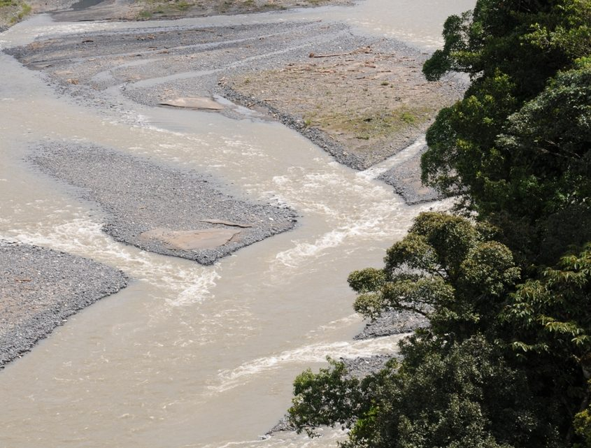 Flusslandschaft zwischen Papallacta und Misahualli