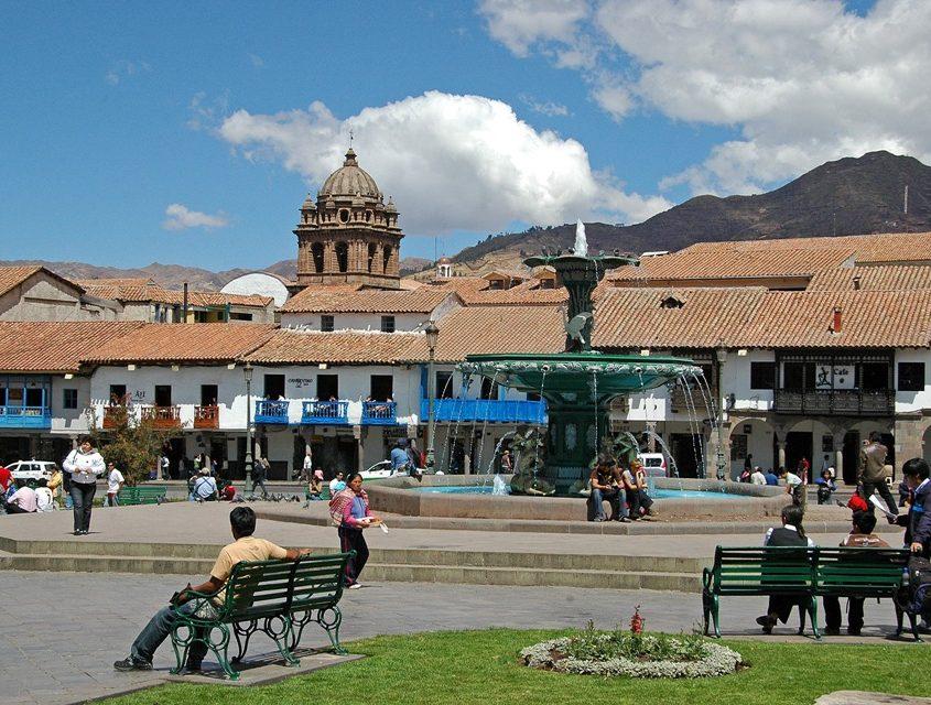Der Hauptplatz von Cusco ist sehr schön angelegt