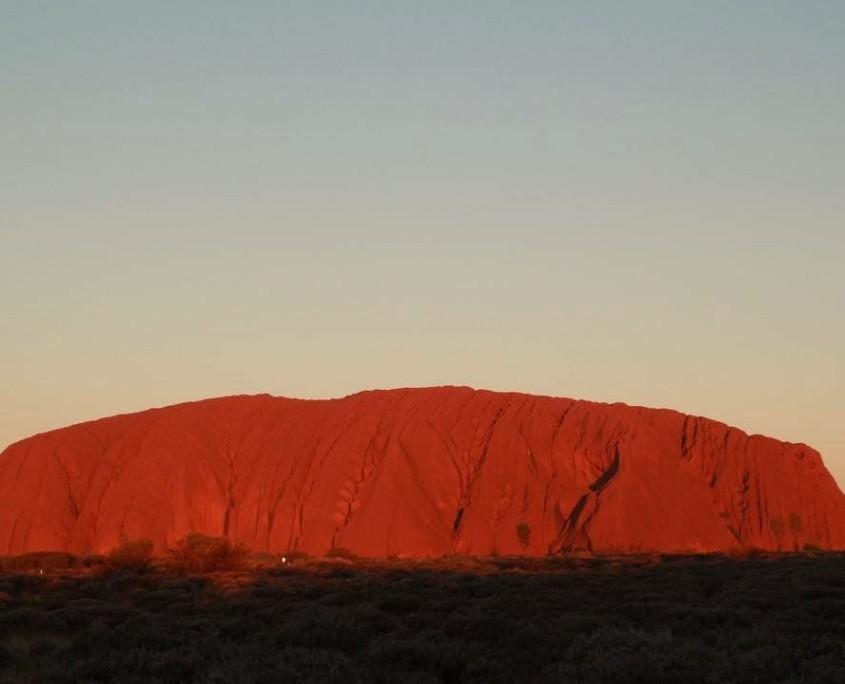 Der Uluru im Sonnenuntergang - Ein Moment für die Ewigkeit