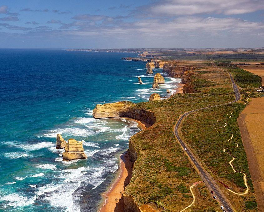 Blick auf die Great Ocean Road mit den 12 Aposteln