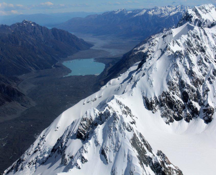 Rundflug über fantastische Bergwelten